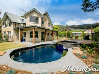 5 bedroom House with A/C in Red Hill - Red Hill vacation rentals