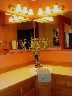 Creekside-luxury hot tub, wifi, fireplace - Ashford vacation rentals