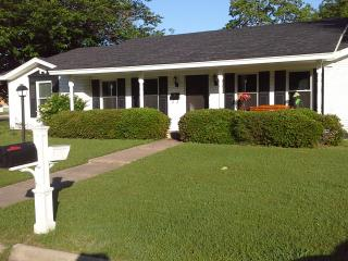 Nice 3 bedroom House in Denton - Denton vacation rentals
