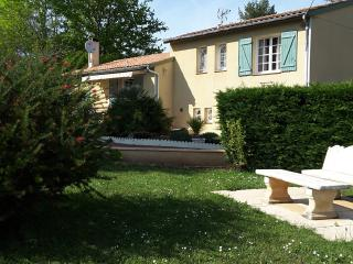 Holiday Cottage, 3 bedrooms, Wifi, Pool & Garden - Fumel vacation rentals