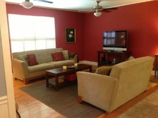 Beautiful Home Near Grove, Campus, and Square! - Oxford vacation rentals