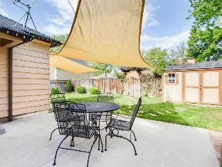 Cozy rental within blocks of Hyde & Camel's Back Park! Now with 4 shared bikes! - Boise vacation rentals