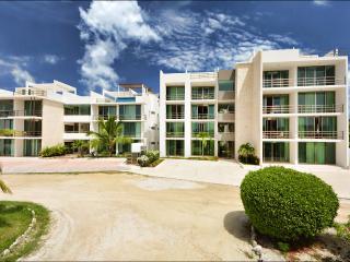 Acacia 103, 2 bedrooms at few step from the beach - Playa Paraiso vacation rentals