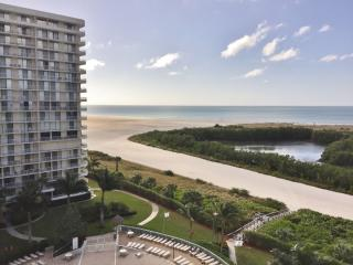 Enjoy relaxing Gulf views from the balcony of this comfortable beachfront condo ! - Marco Island vacation rentals