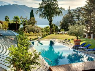 Gorgeous 6 bedroom Moltrasio Villa with A/C - Moltrasio vacation rentals