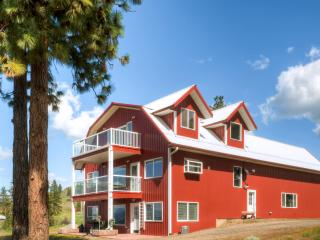 New Listing! Charming 1BR Davenport Apartment in Barn-Style House w/Gas Grill, Covered Patio & Spectacular Views - Close to Roosevelt Lake, Sherman Mountain Range, Canadian Border & More! - Lake Roosevelt vacation rentals