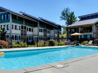 Lakeside condo w/shared pool/hot tub, tennis! - Sandpoint vacation rentals