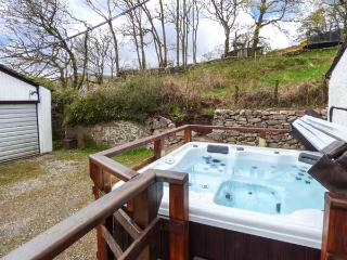 PEEL PLACE NODDLE, open fire, woodburning stove, WiFi, enclosed lawned garden, Ref 903489 - Eskdale vacation rentals