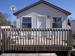 Beautiful Cottage with Deck and Internet Access - Honey Harbour vacation rentals