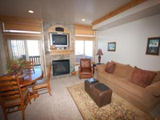 Living area/gas fireplace/tv - Lakeside Unit 57A | 1 Bed - Huntsville - rentals