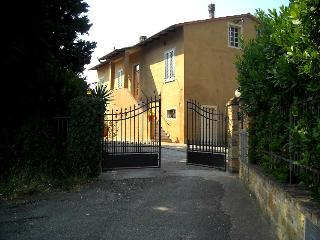 FarmHouse Apartment 1  Lolmo Tuscany - Gambassi Terme vacation rentals