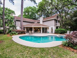 Turnberry Lane 30, 4 Bedrooms, Private Pool, Spa, Golf Views, Sleeps 12 - Hilton Head vacation rentals