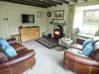 BILL'S PLACE, romantic, luxury holiday cottage, with open fire in Bainbridge, Ref 3631 - Bainbridge vacation rentals