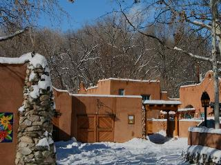 Newly Renovated Upscale Casita  Walk to town Hot Tub Private Fenced Patio - Taos vacation rentals