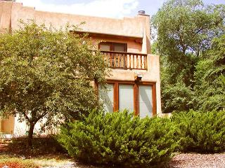 Taos condo walk town firepace patio balcony hot tub internet dsl fenced yard - Taos vacation rentals