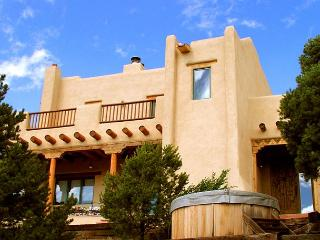 Tres Lomas 2 Lux- gourmet kitchen patio hot tub fireplace pool table internet - Arroyo Hondo vacation rentals