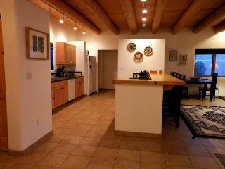 Cozy 2 bedroom Taos House with Deck - Taos vacation rentals