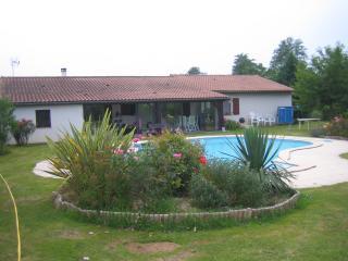 Chambres d'hôtes au coeur de l'Entre Deux Mers - Frontenac vacation rentals