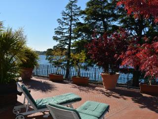 gran terrazza + appartamento sul lungolago di Salò - Salò vacation rentals