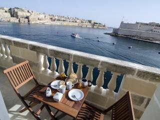 Gorgeous Condo with Television and Microwave - Senglea vacation rentals