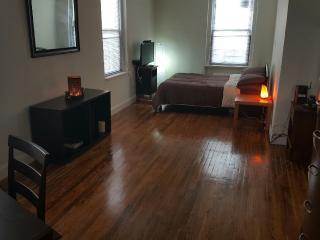 MODERN & CONTEMPORARY STUDIO - Queens vacation rentals