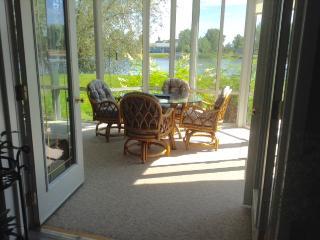 Waterfront cottage house for rent Gimli (Siglavik) - Gimli vacation rentals