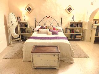 A 350 yr old farmhouse - Barefoot B&B - The Suite - Xaghra vacation rentals
