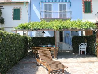 Villetta bifamiliare a 100mt dalla spiaggia - Fetovaia vacation rentals