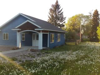 Lovely Cottage on Quiet Street in Polson - Polson vacation rentals