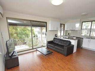 BALMAIN 1 MONT BAL1MONT BALMAIN MODERN FULLY SELF CONTAINED FURNISHED APARTMENT - 7 ngt - Balmain vacation rentals