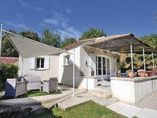 Charming House with Dishwasher and Short Breaks Allowed - Crillon-le-Brave vacation rentals
