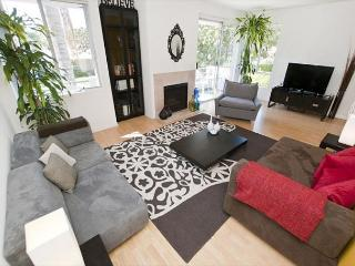 2 Bedroom Clark by Robertson Apartment near Beverly Hills - Los Angeles vacation rentals