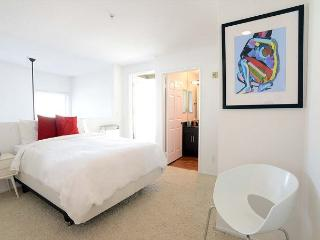 Modern 1 Bedroom plus Loft Apartment in Miracle Mile close to Beverly Hills - Los Angeles vacation rentals