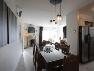 Steps from the ocean and right on the sand in the heart of Venice - Venice Beach vacation rentals