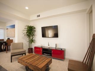 Garden oasis is located on an original Venice Beach walk street. - Venice Beach vacation rentals