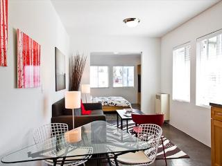 Bright studio in Venice, steps from Abbot Kinney Boulevard and just a short w - Venice Beach vacation rentals