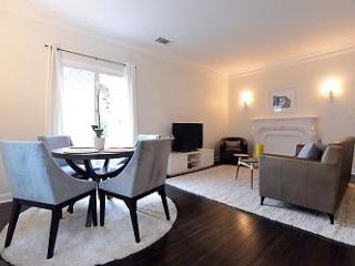 Enjoy Beverly Hills in this gorgeous one bedroom apartment! - Beverly Hills vacation rentals