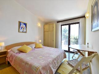 Studio (2+1) with baclony and sea view - Mimice vacation rentals