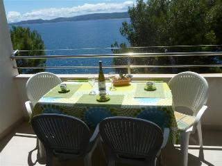 Comfort two bedroom apartment with balcony and sea view - Mimice vacation rentals