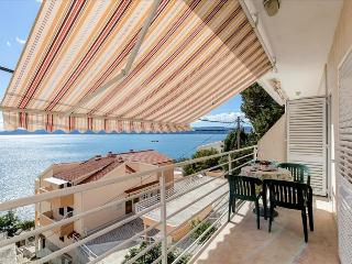 Two bedroom apartment with splendid sea view - Mimice vacation rentals