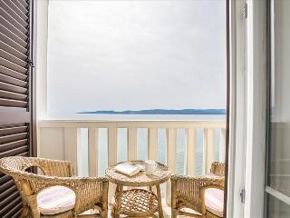 Top apartment right at the beach - Mimice vacation rentals