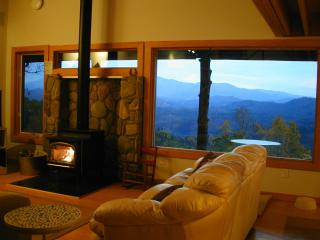 Hawks View, Spectacular VIEWS, PRIVATE, Pets, Wifi - Blowing Rock vacation rentals