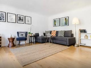 Charming 1 bedroom London Apartment with A/C - London vacation rentals