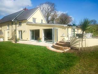 PHEASANT'S ROOST, pet friendly, character holiday cottage, with a garden in Broadwoodkelly, Ref 1682 - Broadwoodkelly vacation rentals
