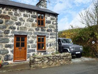 MINFFORDD COTTAGE, family friendly, character holiday cottage, with a garden in Llanegryn, Ref 2069 - Llanegryn vacation rentals