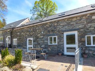 TRYWERYN, pet-friendly, mountain views, walks and cycling, Bala, Ref 936746 - Bala vacation rentals