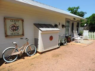 Perfect 1 bedroom House in Luckenbach - Luckenbach vacation rentals