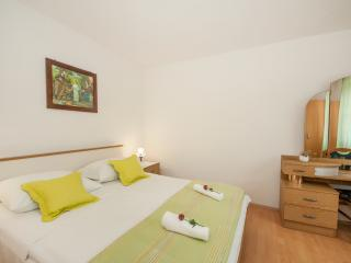 Apartments Omo 1 - A1 One Bedroom Apartment With Garden Terrace - Soline vacation rentals