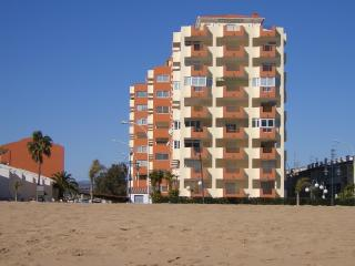 Bright 2 bedroom Peniscola Apartment with Shared Outdoor Pool - Peniscola vacation rentals