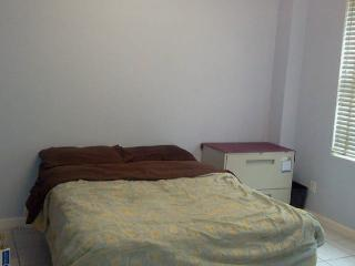 1 BR with all basics Book it 1 then only write me - Jackson Heights vacation rentals